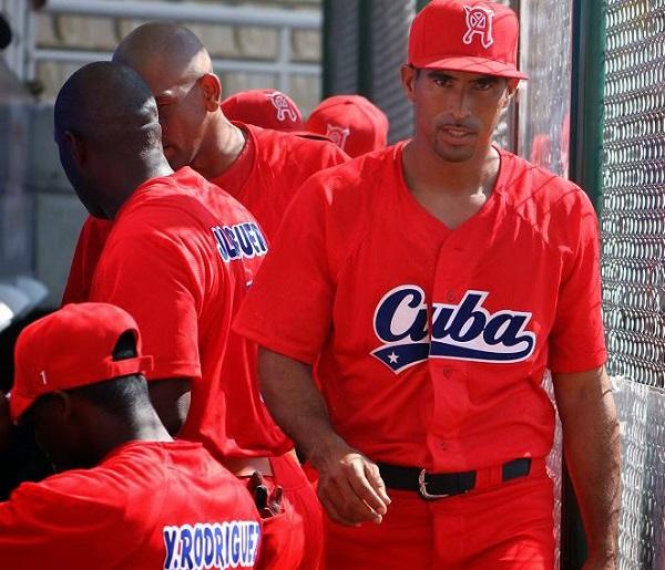 Se recupera lanzador cubano Alain Román