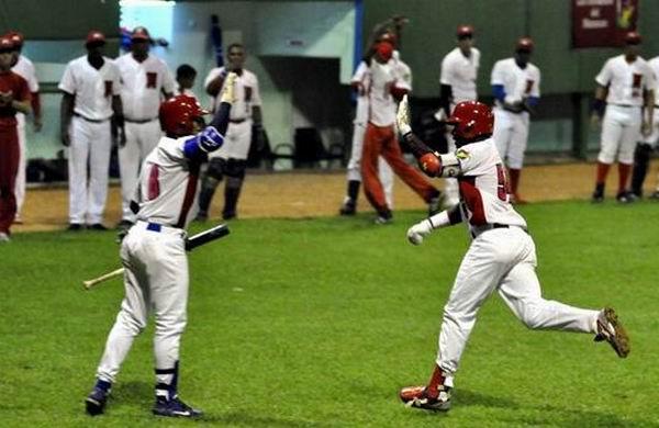Aumenta Matanzas ventaja en la cima del béisbol cubano