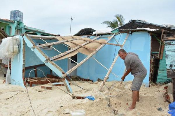 Chequea Ramiro Valdés proyecciones para la construcción de viviendas