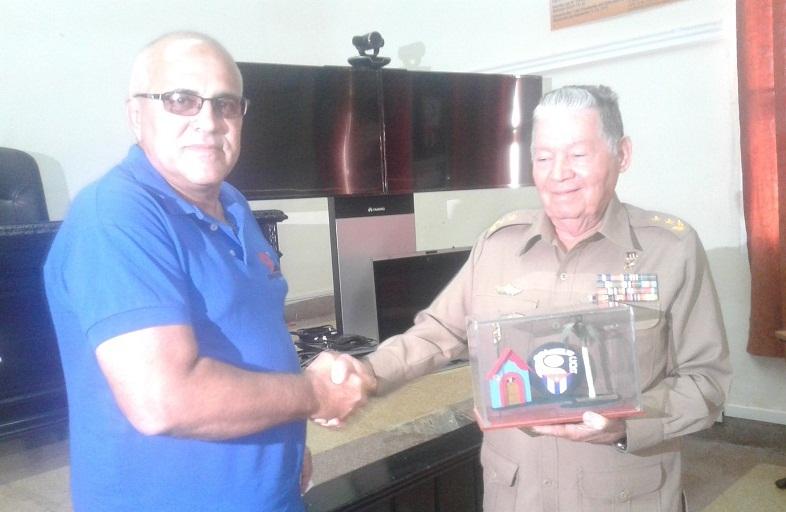 Premio del Barrio para el general de división de la reserva Ramón Pardo