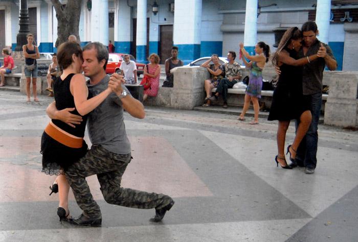 No faltan los concursos en este Verano 2015 en Cuba; en esta ocasión fue realizado uno con ese famoso y apasionado baile mundial: el tango; efectuado en pleno Prado de La Habana. Foto: Abel Rojas Barallobre