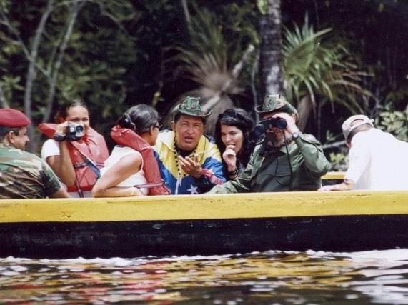 Recorrido de Hugo Chávez y Fidel Castro por el Lago Canaima