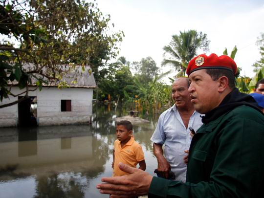 Recorrido de Hugo Chávez por zonas inundadas