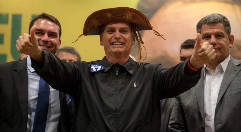 Ultraderechista Bolsonaro encabeza sondeos de segunda vuelta en Brasil
