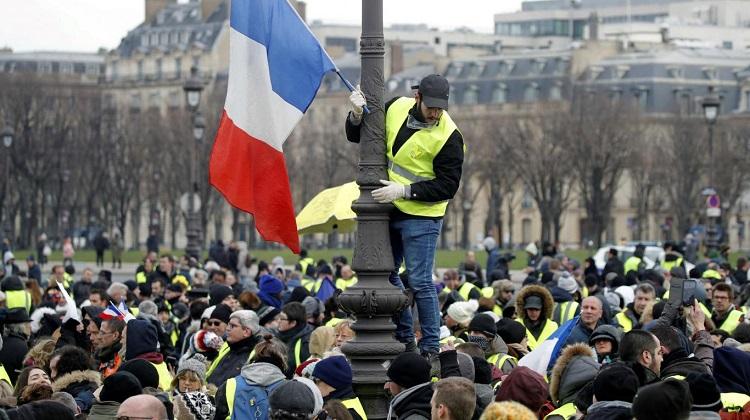 Vuelven los chalecos amarillos a protestar en las calles de Francia