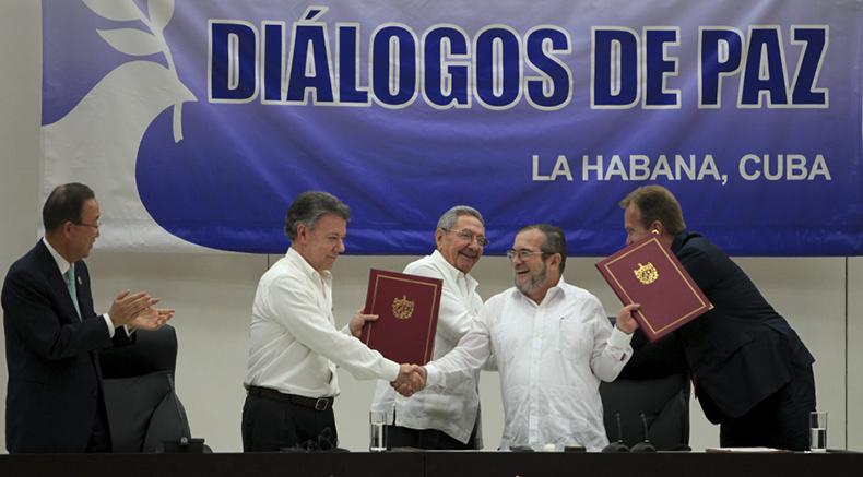 Desde La Habana, las delegaciones de las Fuerzas Armadas Revolucionarias  de Colombia-Ejército del Pueblo (FARC-EP) y del Gobierno de esa nación suramericana anunciaron  la adopción de un Acuerdo Final